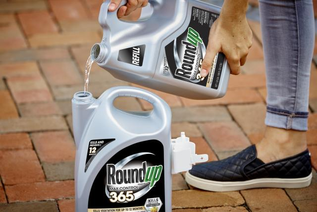 RoundUp 365 Refill Pouring